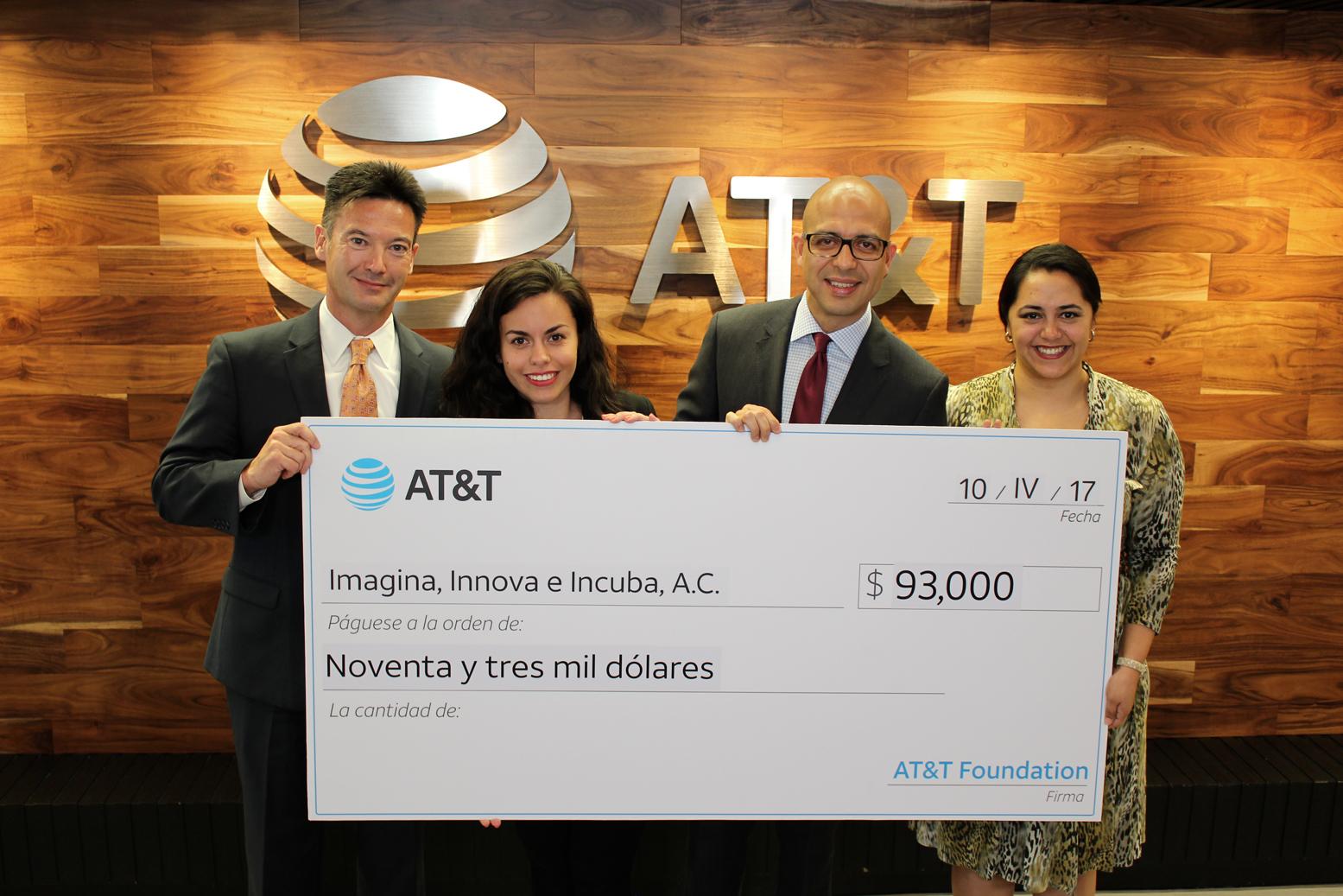AT&T impulsa a emprendedoras mexicanas en alianza con iLab
