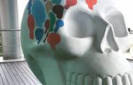 Exhibición de 50 cráneos monumentales sobre Paseo de la Reforma
