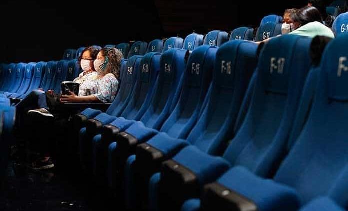 Ya salió el peine: la gente no va al cine no por miedo al COVID, es por  falta de lana