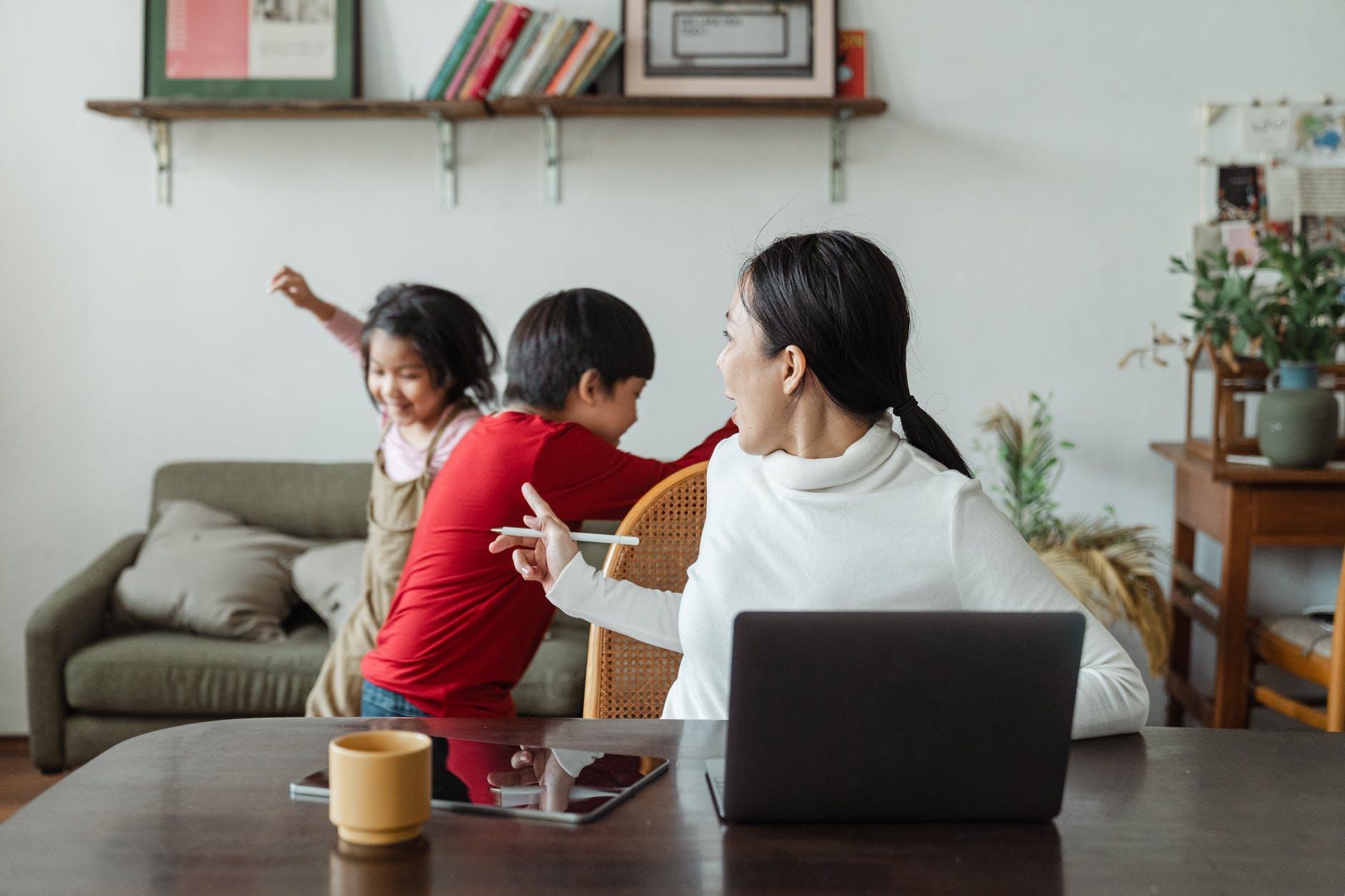 ¿Te has imaginado a qué retos se enfrentan las profesionales del marketing al ser mamás?