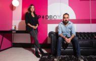 Tiene la palabra PodBox, la empresa de podcasts de Tania Rincón y Ray López.